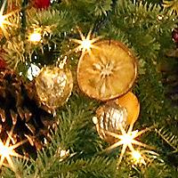 gold-walnut-ornaments-de